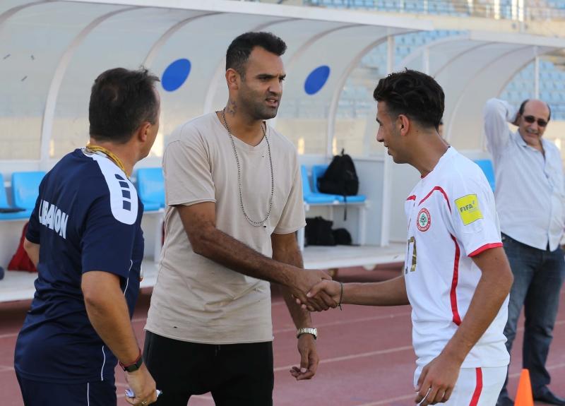 زار أمس رضا عنتر تدريب المنتخب الأولمبي بحضور رادولوفيتش (عدنان الحاج علي)