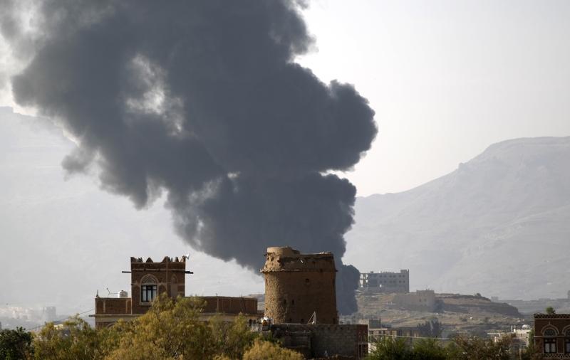 كشفت صحيفة «واشنطن بوست» استخدام التحالف السعودي ذخائر «الفوسفور الأبيض» الأميركية في اليمن (أ ف ب)
