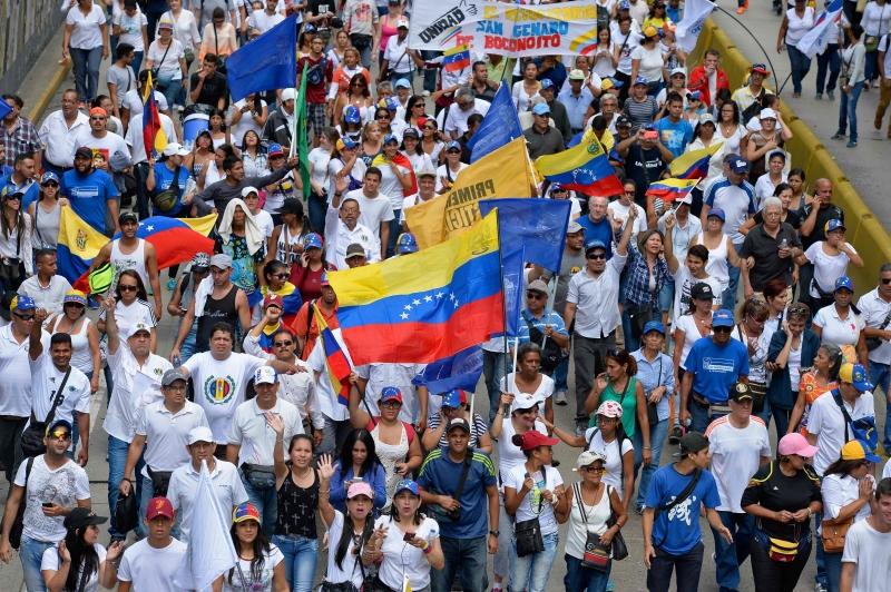 مادورو: مستعد لمواجهة أي شيء ولن نسمح بوقوع انقلاب