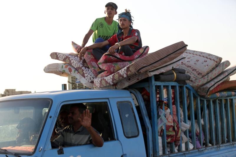 بدأت العائلات العراقية بالعودة إلى منازلها في الفلوجة (أ ف ب)