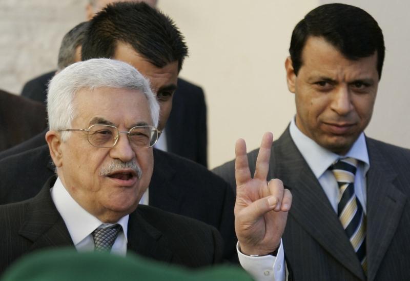 اضطر عباس و «المركزية» إلى إعادة قيادات محسوبة على دحلان إلى «فتح» (عن الويب)