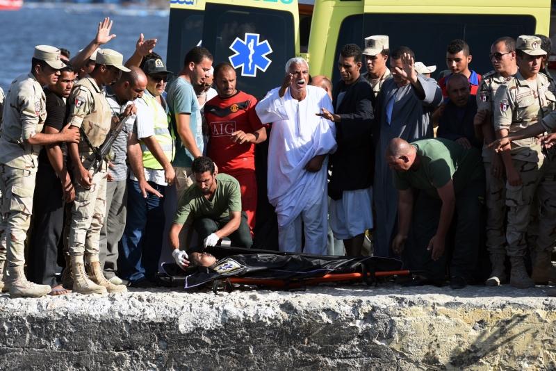 احتوى المركب المنكوب على مصريين وسوريين وسودانيين (أ ف ب)