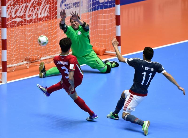 إسماعيل بور يسجل هدف الفوز أمام الباراغواي (أ ف ب)