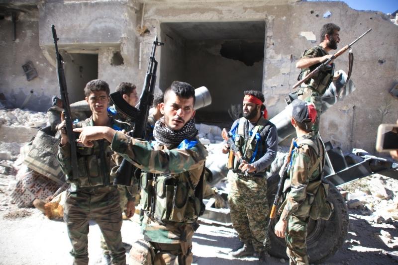 انسحبت قوات الجيش السوري من مخيم حندرات في ريف حلب الشمالي بعد سيطرتها عليه أمس (أ ف ب)