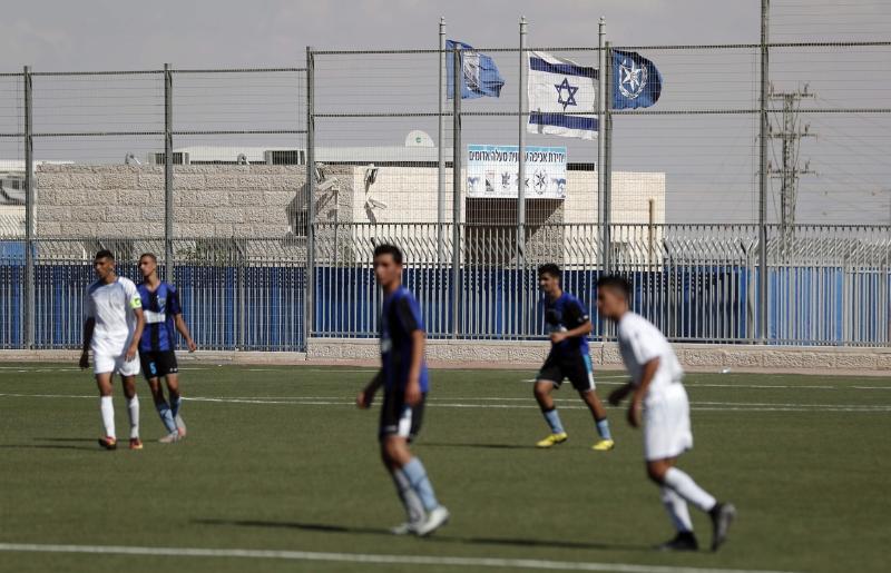 """اتهم """"الفيفا"""" برعاية مباريات لأندية إسرائيلية على أراض فلسطينية مسروقة (أ ف ب)"""