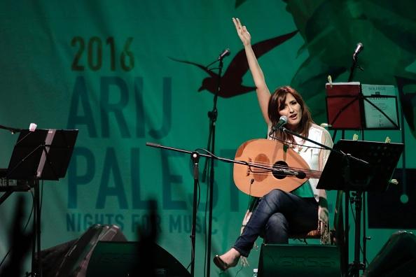 نسرين حميدان خلال «ليالي أريج فلسطين» في مخيم البداوي