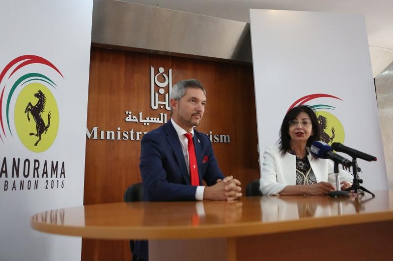 سردوك وميديتشي خلال الإعلان الرسمي عن الحدث
