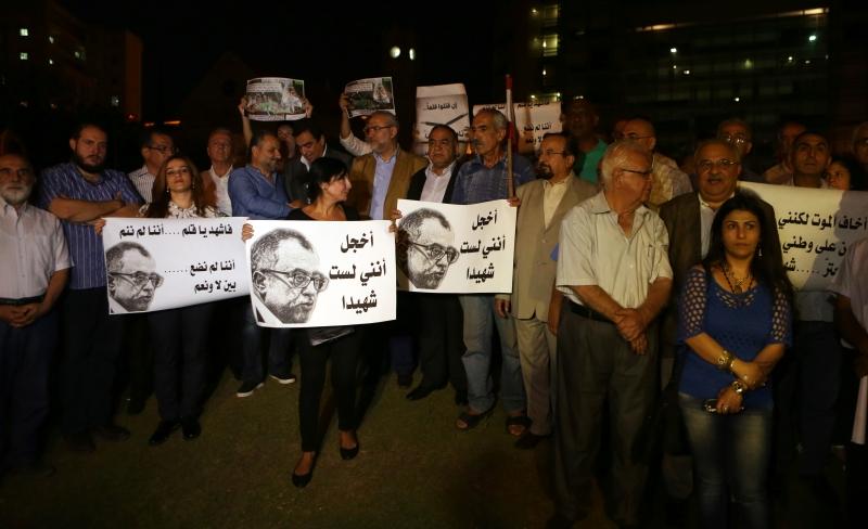 وقفة إحتجاجية إستنكاراً لإغتيال  ناهض حتر  في بيروت أمس (مروان بو حيدر)