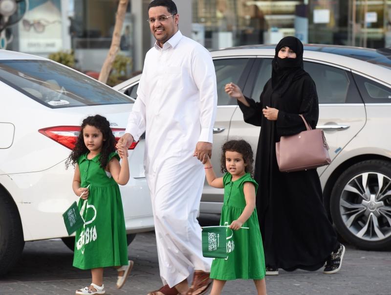 توقعات بأن تتبع  هذا القرارات «أوامر» أخرى أشدّ قسوة على السعوديين (أ ف ب)
