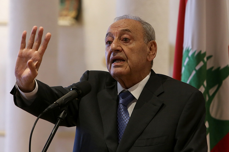 يحتشد أركان النظام خلف الرئيس نبيه بري لمواجهة وصول العماد ميشال عون إلى قصر بعبدا (مروان طحطح)