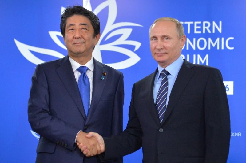 طوكيو: لحل قضية تبعية الجزر الأربع، ومن ثم عقد اتفاق سلام (أ ف ب)
