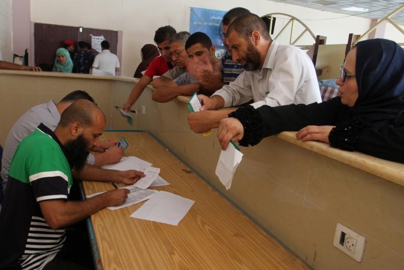 تبقى المنافسة الرئيسية محصورة بين برنامجين انتخابيين كلاهما يميني (الأناضول)