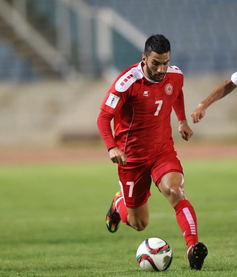 مرر معتوق كرة حاسمة وسجل ركلة جزاء (عدنان الحاج علي)