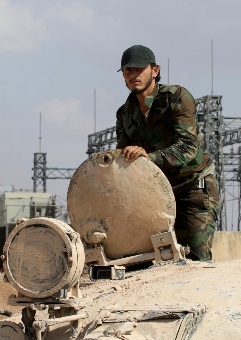قبل أقل من أربع وعشرين ساعة من إحكام الطوق، كان مبعوث واشنطن إلى سوريا يقول للمعارضة المسلحة إنّ الاتفاق مع موسكو يقترب (أ ف ب)