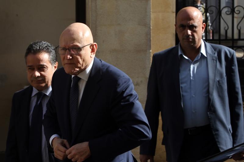 تلوّح مصادر مقرّبة من رئيس الحكومة بإمكانية استقالته (مروان طحطح)