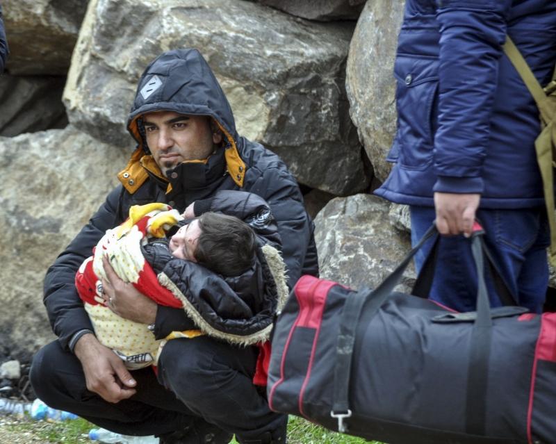 مسألتا الهجرة واللجوء لهما أولاً وأساساً طابع إنساني يطاول أساسيات الحياة البشرية (الأناضول)
