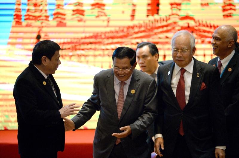 وعد قادة دول آسيان بقواعد سلوك لتجنّب الصدامات البحرية (أ ف ب)