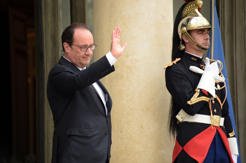 يحاول الرئيس الفرنسي طرح نفسه مرشحاً جدياً للرئاسة (أ ف ب)