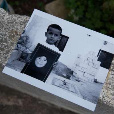معرض يستنطق الأماكن والأشياء | روان مازح: «حرب تموز» رواية حميمية