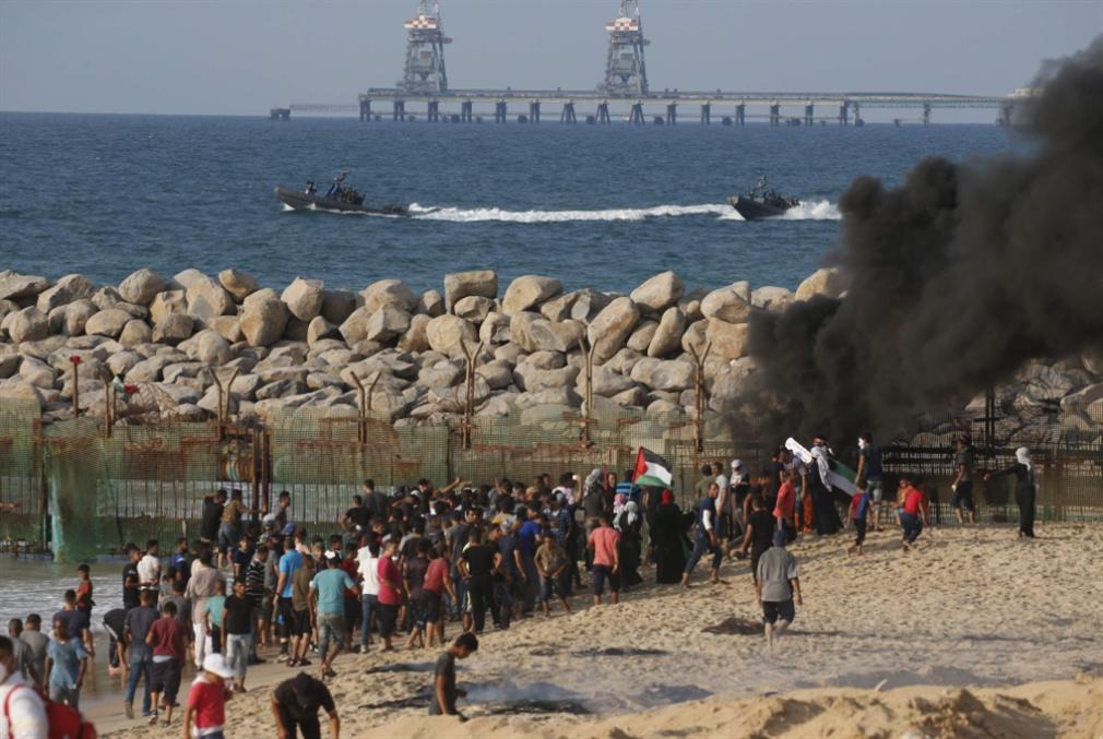 عباس ينوي حلّ «التشريعي»... و7 شهداء في غزة والسجون