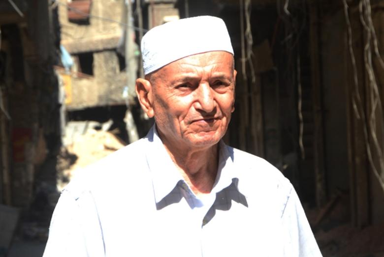 أبو طارق... نبضٌ بين أنقاض «اليرموك»
