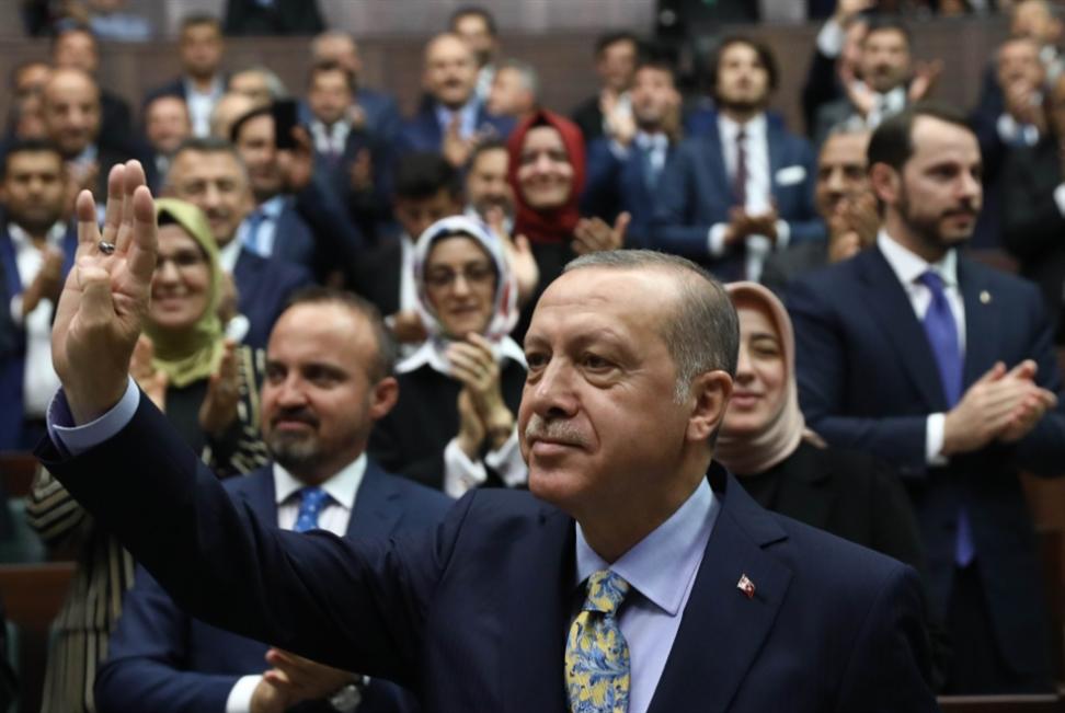 تركيا: القوميون يتركون أردوغان وحيداً