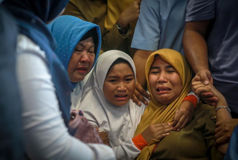 تحطُّم طائرة ركاب إندونيسية ومقتل جميع ركابها