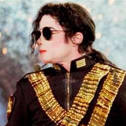 300 ألف دولار لسترة مايكل جاكسون