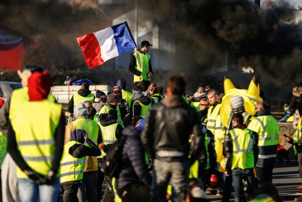 فرنسا: تدابير الحكومة لا تقنع «السترات الصفراء»