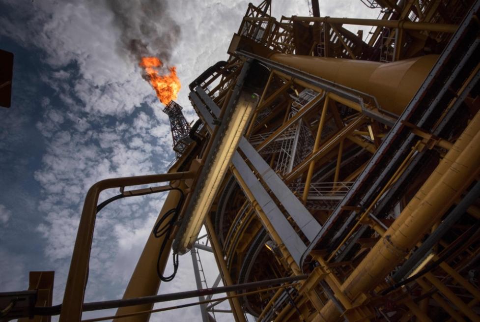 النفط يواصل الهبوط: ضغوط ترامب تؤلم الرياض