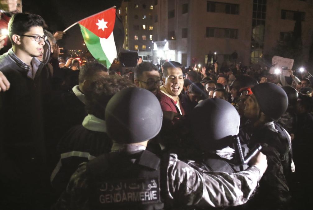 الأردن | تظاهرة «الدوار الرابع» تطاول الملك المشغول بـ«مكافحة الإرهاب»!