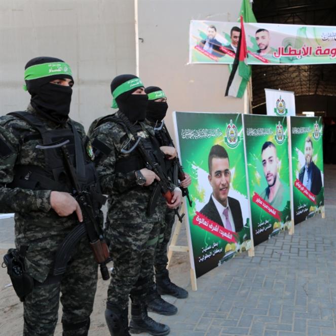 صالح، أشرف، مجد: فلسطين