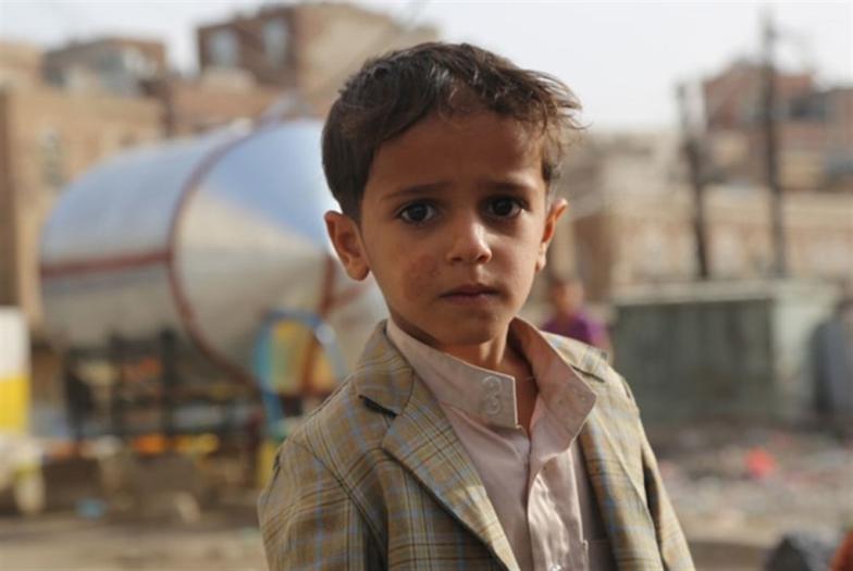 قصيدة وشمعة لأطفال اليمن