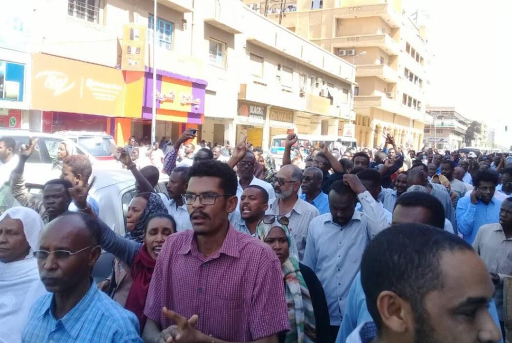 السودان | قتلى وجرحى في «احتجاجات الخبز»: «لن يحكمنا لص كافوري»