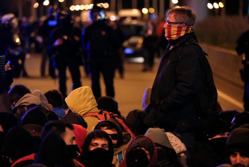 الاحتجاجات تجتاح برشلونة مجدداً: مدريد ترد بالعنف
