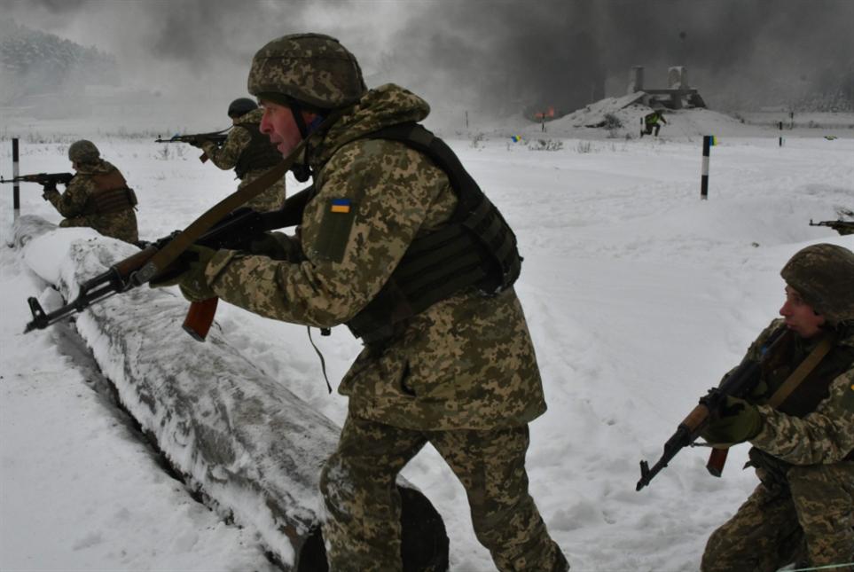 أوكرانيا «تريد» الحرب مع روسيا... وبريطانيا تؤازر!