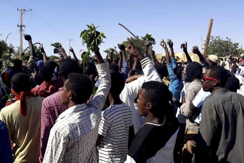 السودان   «احتجاجات الخبز» إلى قصر الرئاسة: خيارات البشير تتضاءل