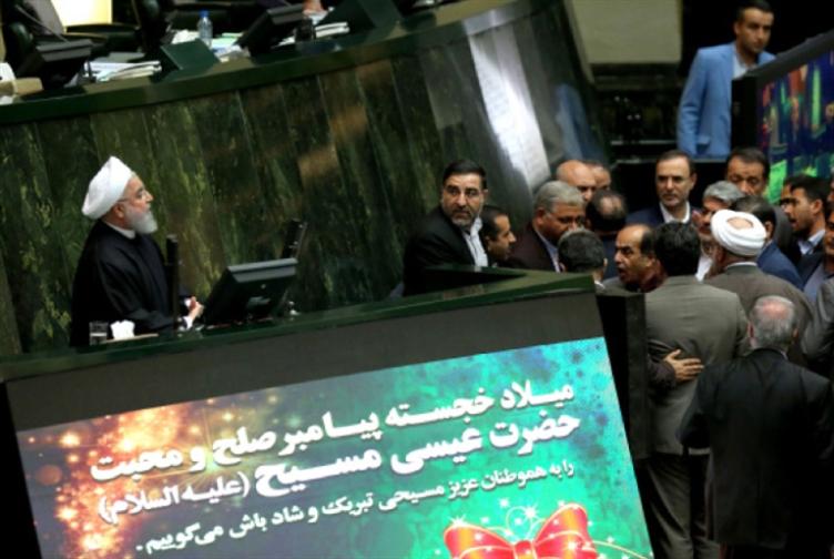 انتفاضة «الإصلاحيين» المبكرة على روحاني: للنأي بالنفس عن «فشل» الحليف
