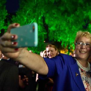 «الرئيس لا يجب أن يتكلّم هكذا»: فرانسوا هولاند عارياً أمام القارئ