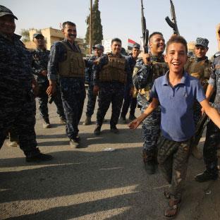 الشاشات العراقية في الموصل: الإعلام الميداني... مشرّف
