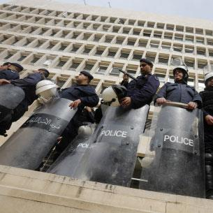 الأزمة المالية في لبنان (1):    الليرة والمصارف في خطر