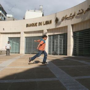 الأزمة المالية في لبنان (2): التزامات المصرف المركزي بالدولار تتجاوز أصوله