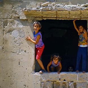 حالات الانتحار تتزايد في غزة: فوق الموت... موت