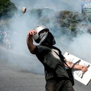 الأزمة السياسية في فنزويلا: «الثورة البوليفارية» يحاصرها الأميركيون