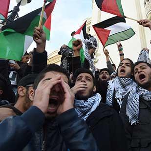 دعوات عربية إلى حراك شعبيّ اليوم... ومطالبات بإغلاق سفارات واشنطن