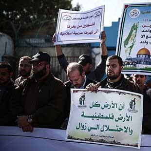 الفلسطينيون والسلطة: انتفاضة مع وقف التنفيذ