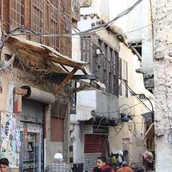 ثلث سكانها نازحون وتَخدم ستة ملايين: دمشق المسكونة بعبارة «أفضل من غيرها»!
