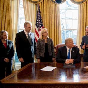 صراع الأجنحة في البيت الأبيض:  بانون و«الأطفال» والفوضى ثالثهما