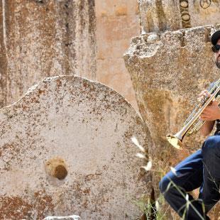 إبراهيم معلوف على دراج بعلبك: عشر سنوات من الموسيقى