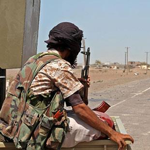 الإمارات متمسكة بطارق صالح: احتجاز ضباط هادي «آخر الدواء»؟